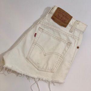 550 Levi's Highrise Shorts